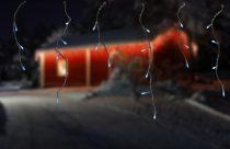 Dekortrend Kültéri LED jégcsapfüzér 3,0 x 0,4 m ÁTLÁTSZÓ KÁBEL 101 db HIDEG FEHÉR LED-del