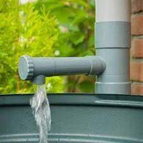 Esővízgyűjtő ereszcsatornához, forgógombbal H17,5 x ?8,5 cm